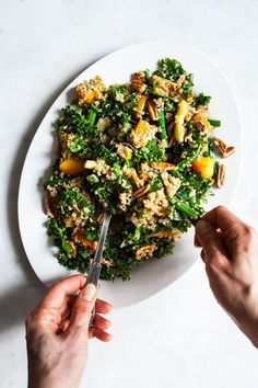This sweet and savory maple mustard kale, quinoa & toasted pecan salad is an easy wintertime crowd pleasure! Packed with nutrition, perfect for potlucks and sharing. Vegetarian Recipes, Healthy Recipes, Vegetarian Cooking, Vegan Blogs, Vegan Meals, Healthy Meals, Free Recipes, Kale Quinoa Salad, Eating Clean