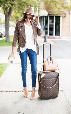 Fall Airport Style - http://www.popularaz.com/fall-airport-style/