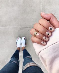 makeup design nail makeup art makeup design nail designs makeup nailart and nail makeup nail art designs blue prom dress makeup nail design Minimalist Nails, Nude Nails, Nail Manicure, Ten Nails, Short Nails Art, Edgy Nail Art, Chrome Nails, Nagel Gel, Stylish Nails