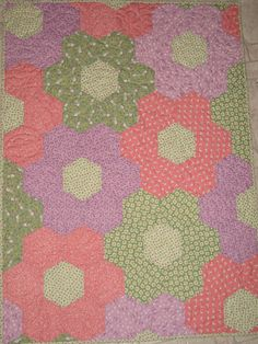 love this quilt with hexagons