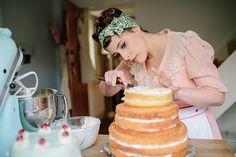 Three tier cakes recipes - Cake like recipes Victoria Sponge Recipe, Victoria Sponge Cake, Cake Icing, Cupcake Cakes, Cupcakes, Elegant Wedding Cakes, Diy Wedding, Wedding Ideas, Three Tier Cake