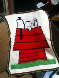 Repin for Snoopy Afghan. I couldn't find the pattern (or afghan) for this at Etsy. I am pinning this for inspiration. I love Snoopy! ¯_(ツ)_/¯