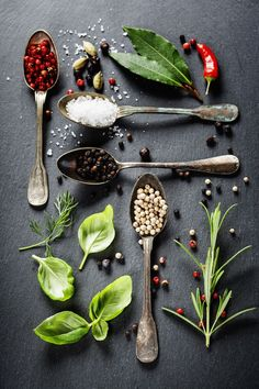 Herbs and Spices by Natalia Klenova. - On aime le côté très ludique de la mise en place! #foodphotography