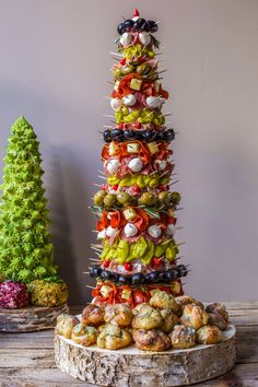 Appetizer Trees: Jeanette Donnarumma's Antipasto Tree with Garlic Knots Catering Display, Catering Food, Catering Ideas, Catering Recipes, Catering Events, Party Catering, Wedding Catering, Tapas Food, Christmas Catering