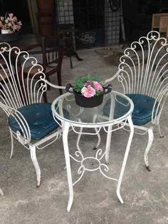 Wrought Iron Garden Furniture, Iron Patio Furniture, Unique Home Decor, Home Decor Styles, Chair Design, Furniture Design, French Provincial Home, Metal Plant Stand, Metal Art Projects