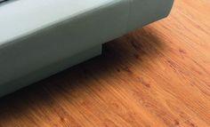 Poser des lames PVC adhésives imitation parquet : http://www.systemed.fr/conseils-bricolage/decoration-mobilier/poser-lames-pvc-adhesives-imitation-parquet,1892.html