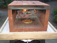 Easy DIY Outdoor-Ofen-Bastel-Labor: Tragbarer Pizzaofen Source by Portable Pizza Oven, Diy Pizza Oven, Pizza Oven Outdoor, Pizza Ovens, Brick Oven Outdoor, Outdoor Bars, Wood Fired Oven, Wood Fired Pizza, Oven Diy