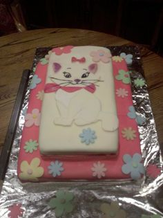 Marie from the Aristocats fondant cake
