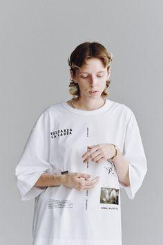 Fashion Still Life, Work Fashion, Fashion Show, Mens Fashion, Fashion Design, Vogue Paris, Shirt Jacket, T Shirt, Turtleneck Shirt