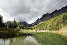 Wallis Sehenswürdigkeiten: 40 Ausflugsziele und schöne Orte - Travelstory.ch Seen, Switzerland, Mountains, Travel, Road Trip Destinations, Beautiful Places, Travel Advice, Hiking, Viajes