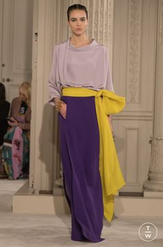 Fashion Week Paris Spring/Summer 2018 look 5 from the Valentino collection couture Fashion 2018, Look Fashion, Paris Fashion, Runway Fashion, Fashion Show, Fashion Outfits, Womens Fashion, Fashion Tips, Fashion Design
