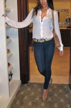 Jeans, white shirt and nude pumps
