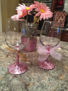 Glittery pink wine glass with pink tulle or gold glitter bow. Great for gifts , favors for bridal/baby showers etc. Diy Wine Glasses, Decorated Wine Glasses, Painted Wine Glasses, Glitter Wine, Gold Glitter, Glitter Uggs, Wine Glass Centerpieces, Wine Glass Candle Holder, Baby Shower Decorations