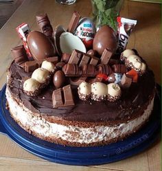 Birthday Cake, Desserts, Food, Kinder Chocolate, Chocolate Pies, Tailgate Desserts, Deserts, Birthday Cakes, Essen