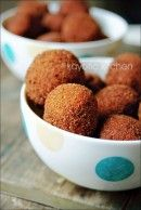 For Dutch night: Bitterballen.this site has a lot of traditional dutch recipes. Dutch Recipes, Cooking Recipes, Indonesian Food, Indonesian Recipes, Tasty, Yummy Food, International Recipes, Love Food, Food And Drink
