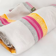 Lenny Lamb Bamboo/Cotton Woven Wrap - Vanilla Lace. Love it. Covet it. Even more than Mint.