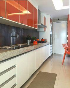 Bom dia! In love total por essa cozinha.  Projeto Romero Duarte  #bomdia #inspiracao #decoracao #decor #instahome #ambientação #cozinha #kitchen #cores #lindodia #olioliteam