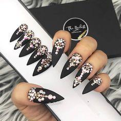 Trendy Press On Nails: Ja oder Nein? Oval Nails, Diamond Nails, Clear Nails, Nude Nails, Latest Nail Art, Trendy Nail Art, Cool Nail Art, Nail Art Hacks, Kiss Press On Nails