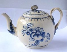 C18TH LEEDS POTTERY CREAMWARE TEA POT C18TH LEEDS POTTERY CREAMWARE TEA POT IN GOOD CONDITION WITH NO CHIPS, CRACKS OR RESTORATION. FINE CRAZING TO THE SURFACE GLAZE CONSISTENT WITH AGE. THE MAKERS MARKS ARE SHOWN IN THE PHOTOGRAPHS. HEIGHT 4.5 INCHES / 11.5 CMS £98