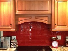 Ideas For Kitchen Colors Red Walls Subway Tiles Subway Tile Kitchen, Glass Subway Tile, Kitchen Backsplash, Backsplash Ideas, Red Kitchen Tiles, Splashback Ideas, Tile Ideas, Apartment Therapy, Layout Design