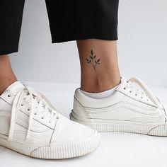 Brattea - A reminder of yourself that the little things come together . - Brattea – A reminder of yourself that little things can come together to make something beautiful - Inkbox Tattoo, Clown Tattoo, Shape Tattoo, Tattoo Life, Mini Tattoos, Foot Tattoos, Sexy Tattoos, Tattoos For Women, Tatoos