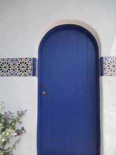 Mediterranean feeling Entry Doors, Garage Doors, Outdoor Decor, Blue, Ideas, Home Decor, Decoration Home, Entrance Doors, Room Decor