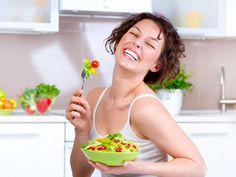 Cibo e sorrisi - Stare bene con se stesse, con il proprio corpo e la propria mente, fa essere più belle e poche cose sono seducenti come un sorriso. Per questo, è importante prestare attenzione alle cose che ci rendono felici davvero, e tra queste c'è anche il cibo.