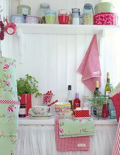 kitchens, cottag, red, shabby chic, color, camper trailer, kitchen accessories, vintage campers, green gate