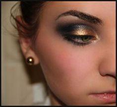 gorgeous! gold and smokey eye