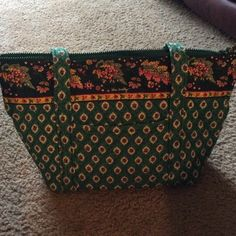 Vera Bradley green fields larger tote Vera Bradley tote. Has one outside pocket and 6 pockets in the inside. Nice large purse. Straps and color in great condition except for a couple corners on bottom are a little faded *** offers welcome Vera Bradley Bags Totes