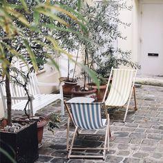 • À Paris, dans les cours cachées, on rêve encore un peu d'été.  Audrey Leroy's Instagram: http://instagram.com/p/uBSOBejb8p/?modal=true • #instagram #paris #petitparadis
