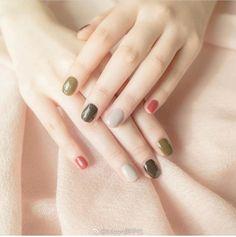 Semi-permanent varnish, false nails, patches: which manicure to choose? - My Nails Cute Nail Art, Gel Nail Art, Nail Polish, Nail Nail, Stylish Nails, Trendy Nails, Winter Nails, Spring Nails, Autumn Nails