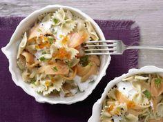 Pasta mit Räucherlachs: Pasta mit Räucherlachs und Kaviar, die nicht nur toll schmeckt, sondern auch für knochenstärkendes Vitamin D sorgt.