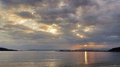 15 Sept. 6:21 細い雲間にわずかな時間日の出した博多湾の朝日(rising sun)です。 ( Morning Now at Hakata bay in Japan )
