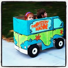 #halloween #costume #mysterymachine #scoobydoo #daphne #velma #wagon #cardboardbox