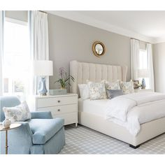 Nightstands beds side tables cabinets or armchairs are some of the luxury bedroom furniture tips that you can find. Every detail matters when we are decorating our master bedroom right? Luxury Bedroom Furniture, Home Decor Bedroom, Luxury Bedding, Decor Room, Office Furniture, Furniture Design, Minimalist Bedroom, Modern Bedroom, Home Design