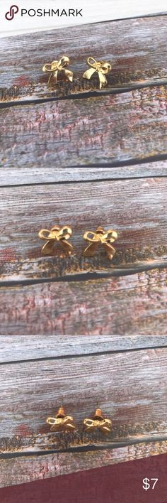 << Little Bow Gold Studs Earrings >> A simple but perfect little paid of earrings to add a touch of classy to your outfit! Hypo allergenic Boutique Jewelry Earrings