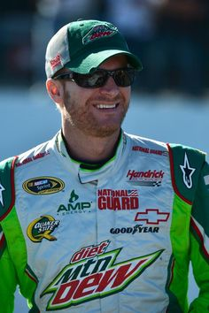 Over the last three years Dale Jr.'s average finish at Martinsville Speedway in the fall event has been what?