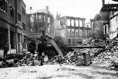 British soldiers and a Dutch boy with a Ordnance QF anti-tank gun in Nijmegen, 1944 Market Garden, British Soldier, World War Ii, Ww2, Netherlands, Dutch, Guns, Military, Soldiers