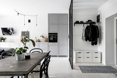 Small space inspiration from a Swedish home (my scandinavian home) Monochrome Interior, Flat Interior, Home Interior, Small Living, Living Spaces, Living Area, Decoration Hall, Grey Hardwood Floors, Gravity Home