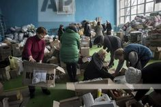 Volunteers prepare to distribute a humanitarian aid to local citizens in Avdiivka, eastern Ukraine, Sunday, Feb. 5, 2017. A sharp escalation in fighting between Ukrainian troops and Russia-backed rebels over the past week has killed at least 33 people, centering on Avdiivka, a government-held town just north of rebel-controlled Donetsk.(AP Photo/Evgeniy Maloletka)