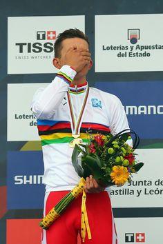 ProCycling WorldTour @_PCWT_ #PONFERRADA2014 Emotional #MichalKwiatkowski #Poland on the Podium in disbelief as becomes the 2014 #WorldChampion! pic.twitter.com/HSvWGwJN4m