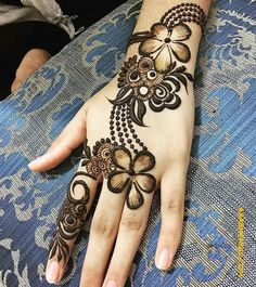 Explore latest Mehndi Designs images in 2019 on Happy Shappy. Mehendi design is also known as the heena design or henna patterns worldwide. We are here with the best mehndi designs images from worldwide. Khafif Mehndi Design, Rose Mehndi Designs, Back Hand Mehndi Designs, Henna Art Designs, Mehndi Designs For Beginners, Mehndi Design Pictures, Mehndi Designs For Girls, Unique Mehndi Designs, Wedding Mehndi Designs