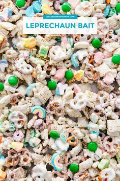 This easy no baking required Leprechaun Bait makes the perfect treat for St Patrick s Day This addictive snack mix is packed with Lucky Charms chex cereal pretzels chocolate-covered candies and coated in melted white chocolate St Patrick Day Snacks, St Patricks Day Food, St Patricks Day Crafts For Kids, St Patricks Day Snacks For School, St Patricks Day Deserts, Irish Desserts, Irish Recipes, Sant Patrick, Lucky Charms Treats