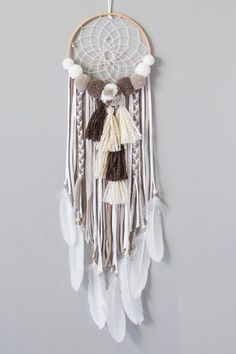 Dream Catcher Mobile, Small Dream Catcher, Indian Arts And Crafts, Diy And Crafts, Dream Catcher Patterns, Crochet Wall Art, Beautiful Dream Catchers, Crochet Dreamcatcher, Pom Pom Crafts