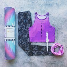 Teeki top | I Am Vibes legging | Hugger Mugger headband | La Vie Boheme Yoga Mat | Steal Time Back watch >> evolvefitwear.com
