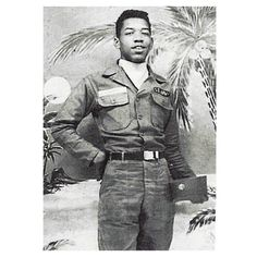 """""""Hendrix got into trouble with the law twice for riding in stolen cars. He was given a choice between spending two years in prison or joining the Army. Hendrix chose the latter and enlisted on May He was assigned to the Airborne Division"""" More photos here Jimi Hendrix, Age Tendre, Historia Do Rock, Electric Ladyland, Fort Campbell, Hippie Man, Hippie Style, African American History, Actors"""