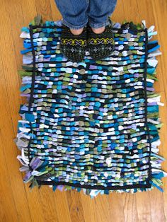 t-shirt shag rug tutorial | Molly Kay Stoltz - could be done with a fused plastic base