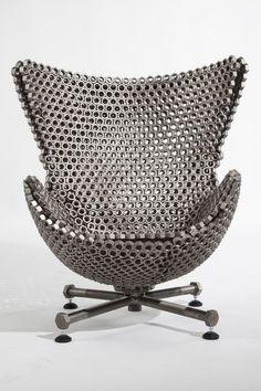 Firma Casa recebe exposição de Leo Capote nut chair