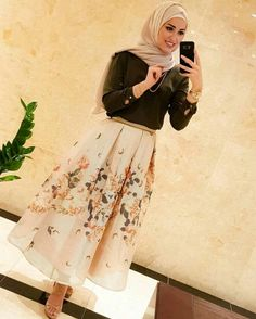 48 Trendy Ideas For Style Hijab Casual Rok style 748723506782748938 Modern Hijab Fashion, Street Hijab Fashion, Hijab Fashion Inspiration, Abaya Fashion, Muslim Fashion, Skirt Fashion, Fashion Outfits, Hijab Prom Dress, Hijab Evening Dress